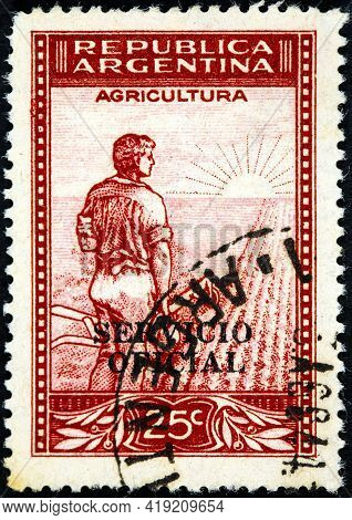 Argentina - Circa 1936: A Stamp Printed In The Argentina Shows Farmer Meets The Dawn On The Field, S