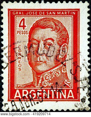 Argentina - Circa 1962: A Stamp Printed In The Argentina Shows A National Hero Jose De San Martin Ci