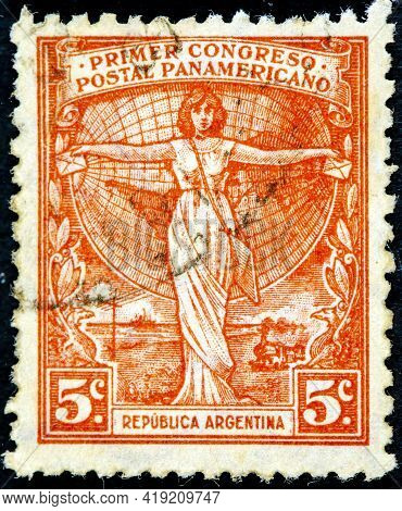 Argentina - Circa 1921 : Cancelled Postage Stamp Printed By Argentina, That Shows A Woman Holding Le