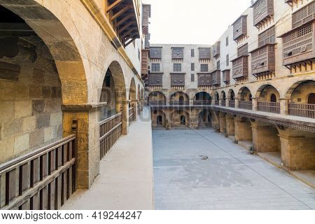 Facade Of Caravanserai Of Bazaraa, With Vaulted Arcades, Windows, And Arab Oriel Windows - Mashrabiy