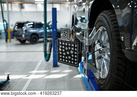 Car collapse-convergence, service concept, nobody