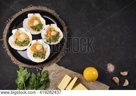 Recipe For Cooking Scallops With Caviar. Baked Scallops With Caviar And Creamy Garlic Sauce. Scallop