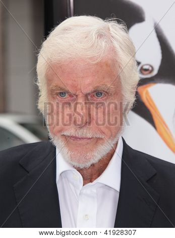 LOS ANGELES - JUN 12:  Dick Van Dyke arriving to