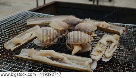 Fresh Short necked clam and Razor Clam on barbecue net
