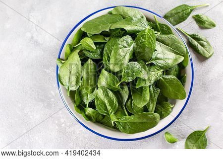 Fresh Spinach Leaves. Raw Spinach In A Bowl For Vegetarian Or Vegan Salad Or Smoothie On A Gray Conc