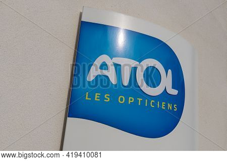 Bordeaux , Aquitaine France - 05 02 2021 : Atol Les Opticiens Sign Text And Logo Brand Front Of Opti