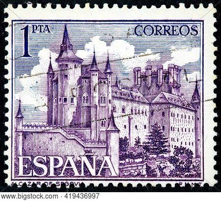Spain - Circa 1963: A Stamp Printed By Spain Shows View Of The Alcazar Of Segovia (segovia Castle) -