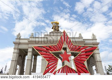 Moscow, Russia - May 5, 2021: Main Entrance To Vdnh Park, On The Eve Of Victory Day
