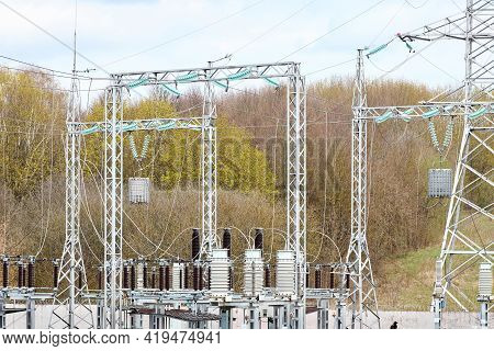 Substation Line Traps Electric Communication Or High Frequency Stoppers, Parallel Resonant Circuit.