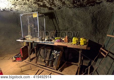 Tennant Creek, Australia - Aug 2019: Miners Tools Of Battery Hill Gold Mine. Old Museum Of Tennant C