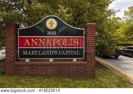 Annapolis, Md, Usa 05-02-2021: Welcome Sign At The Entrance Of Annapolis, Maryland Which Has The Coa