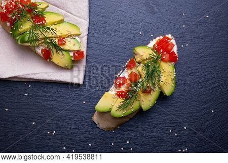 Canapes, Slices Of Fresh Avocado And Slices Of Ripe Tomato Are Laid Out On A Slice Of Baguette And S