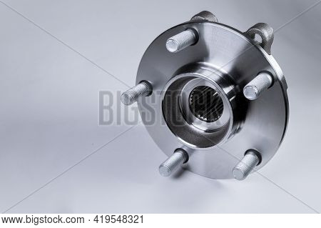 New High Quality Original Spare Parts. New Original Wheel Hub With Bearing. New Original Spare Parts