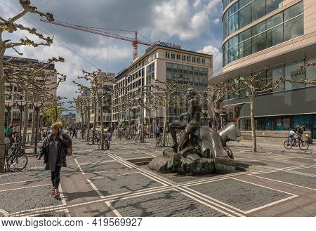Frankfurt Am Main, Germany-may 03, 2021: David And Goliath Sculpture By Richard Hess On The Zeil Ped