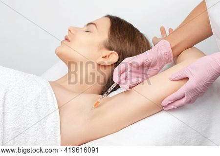 The Doctor Makes Injections Of Botulinum Toxin In The Underarm Area Against Hyperhidrosis. Women's C
