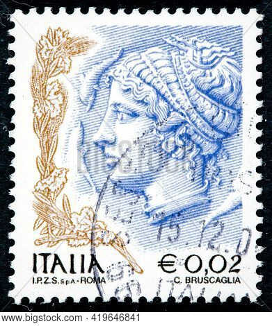 Italy - Circa 2004: A Stamp Printed In Italy, Is Shown Profile Of Woman From Syracuse Tetradrachm, C