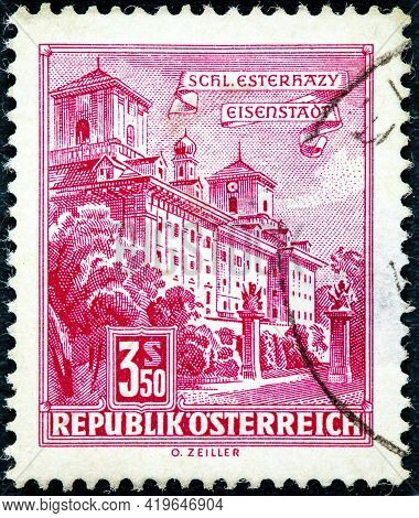 Austria - Circa 1962: Cancelled Postage Stamp Printed By Austria, That Shows Esterhazy Palace.