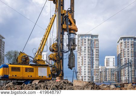 Hydraulic Drilling Rig For Installing A Bored Piles With A Casing String On A Construction Site. Con