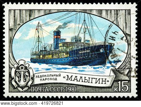 Ussr - Circa 1977: A Stamp Printed In Ussr Shows The Russian Icebreaker Ship Lena Breaking Up Ice In