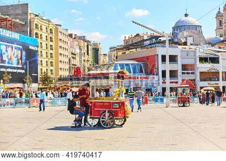 Street Vendor Grilling Corn On A Cart. Street Food In Turkey. Istanbul, Turkey - 28.07.2017