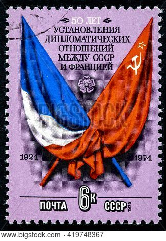 Ussr - Circa 1975: Stamp Printed In Ussr Shows Flags And Arms Of France And Ussr Factories Circa 197