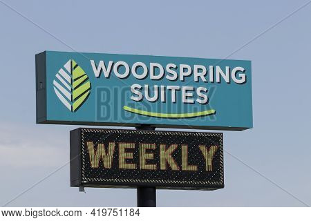 Indianapolis - Circa May 2021: Woodspring Suites Property. Woodspring Suites Is Part Of The Choice H