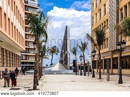 Cadiz, Andalusia, Spain - May 17, 2013: Plaza De La Hispanidad With Monument At Roundabout.