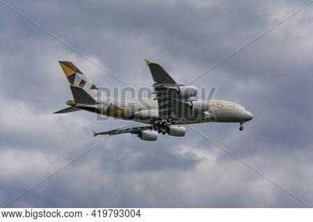 Hamburg, Germany - May 9, 2017: A6-apj Etihad Airways Airbus A380, Msn 237, F-wwar, Approaching Hamb