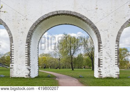 The Rostokinsky Aqueduct Is Also Known As The Millionth Bridge In Moscow. Antiquity. Built In The 18
