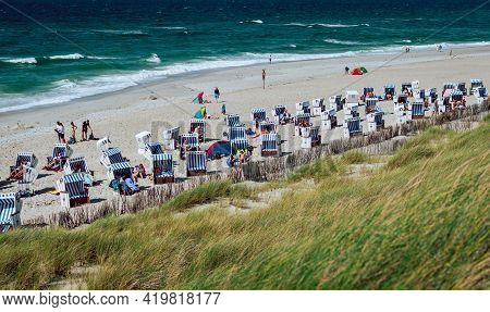 Kampen, Germany - August 6, 2017: Crowded Beach With Strandkorbs, Beach Basket Chairs, And Dunes Dur