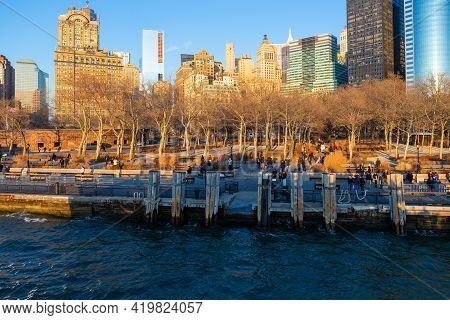 The Battery (battery Park), New York City, Usa - December 27, 2013 : Passengers Waiting For Ferry Se
