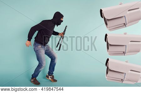 Thief With Balaclava Was Spotted Trying To Steal In A Apartment From The Video Surveillance System.