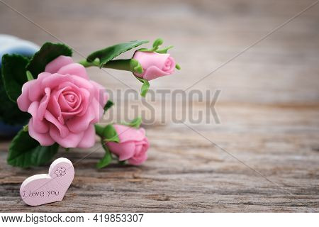 Pink Roses On Wooden Background Pink Roses Bouquet Beautiful Roses With Background Fresh Single Pink