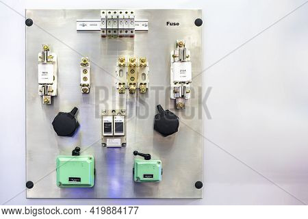 Various Electric Component Or Accessories Such As Fuse Ioi Cam Starter Or Reversible Level Switch Au