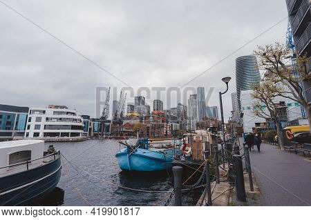 Canary Wharf, London   Uk -  2021.05.08: The View Of Millwall Outer Dock With Canary Wharf In The Ba