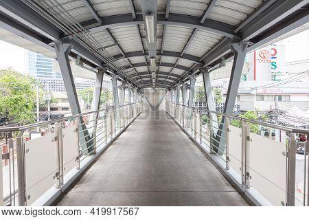 Bangkok Thailand , April 03 , 2021 : Skywalk On Bts Skytrain In Bangkok, Thailand