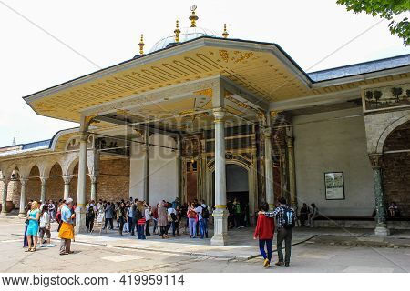 Istanbul, Turkey - May 13, 2013: Tourists At The Gate Of Felicity At Topkapi Palace On A Sunny Day