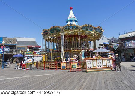 San Francisco,usa - April 18,2018 : Crowded Of Tourists Enjoy Shopping At Pier 39 Of San Francisco,c