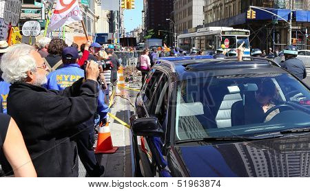 Passing motorist shares her feelings with Occupy Wall Street