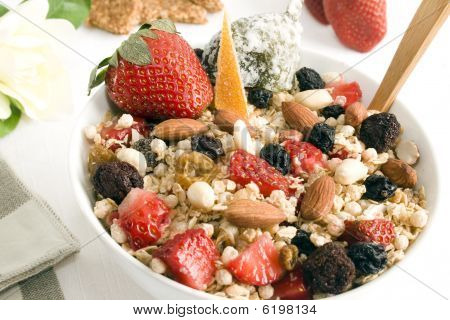 Granola & Fruits