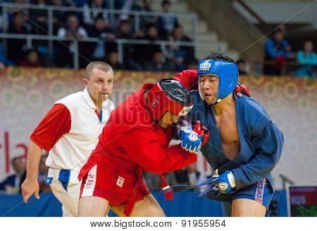 Ikram Aliskerov (r) Fights Jeon Yong Jun (b)