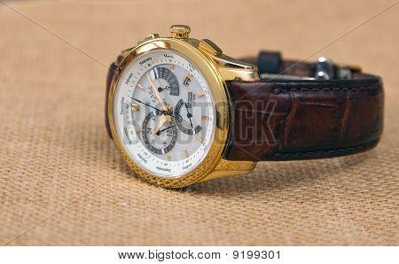 Contemporary men's luxury wrist watch