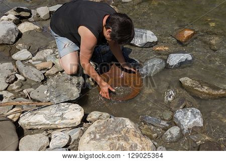 Gold Nugget mining from the River with a gold pan and find some big gold nugget.