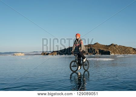 The girl goes on a bmx on the beautiful and dangerous ice.