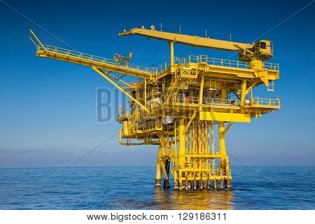 Oil and gas wellhead remote platform produced raw gas and oil then sent to central processing platform to seperate watergas and condensate ( Crude oil ) then sent to onshore and tanker