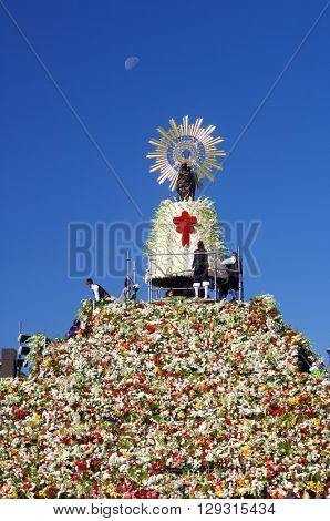 ZARAGOZA, SPAIN - OCTOBER 12: Pilar on October 12, 2006 in Zaragoza: Offering to the Virgen del Pilar,  massive event held in Zaragoza in celebration of Spanishness Day and the discovery of America.