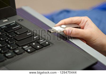 IT virus enter laptop computer via USB thumb drive