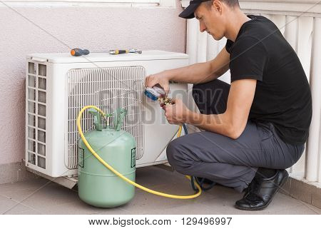master of repair air conditioners at work