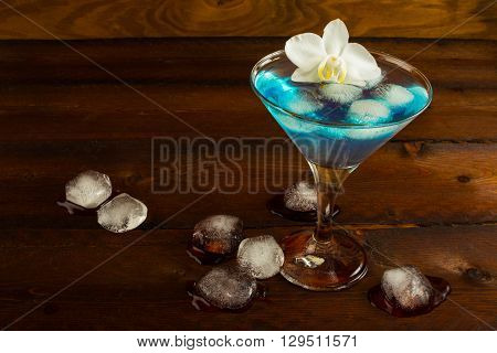 Blue cocktail served with orchid. Blue cocktail. Blue Martini. Blue Hawaiian cocktail. Blue curacao liqueur. Blue margarita