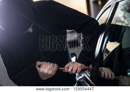 Car Thief Tries To Break Into Car With Crowbar